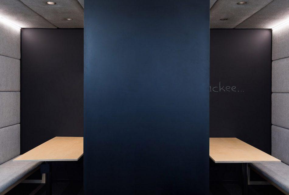V silentboxech je možné kreslit na zeď