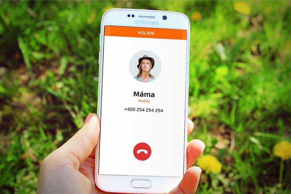 Do aplikace lze nahrát základní kontakty