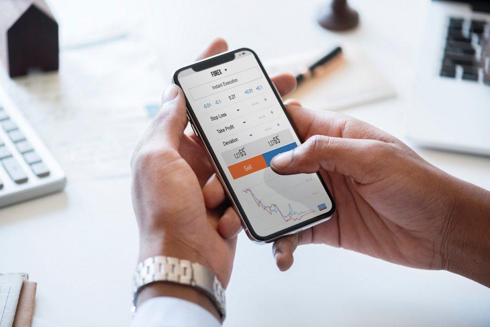 Raiffeisen spouští funkci otisk prstu v mobilním bankovnictví