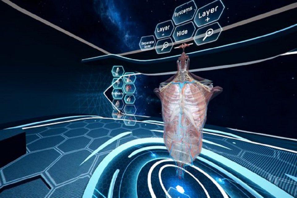 """""""Vyučující přednáší ve VR."""" Human Anatomy usnadňuje výuku medicíny"""