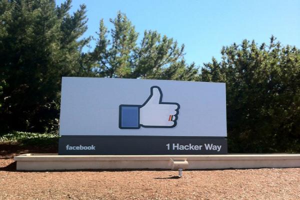 Facebook archivuje vzpomínky, Instagram umožňuje prodej i ve Stories