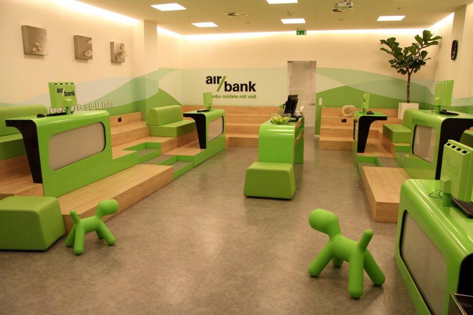 Mobilní bankovnictví zažívá boom. Nejvíc stažení hlásí Česká spořitelna, nejvyšší podíl Air Bank
